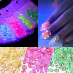 Diamond glow - crystal - fluorescent - nail art