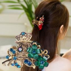 Elegant hair clip with crystal flowers