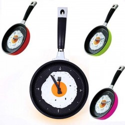 Metal wall clock in the shape of a frying pan with a fried egg